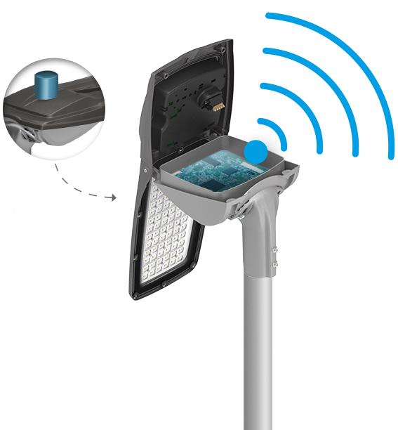 Aufgeklappter Leuchtenkopf mit der Technik von energiedata 4.0